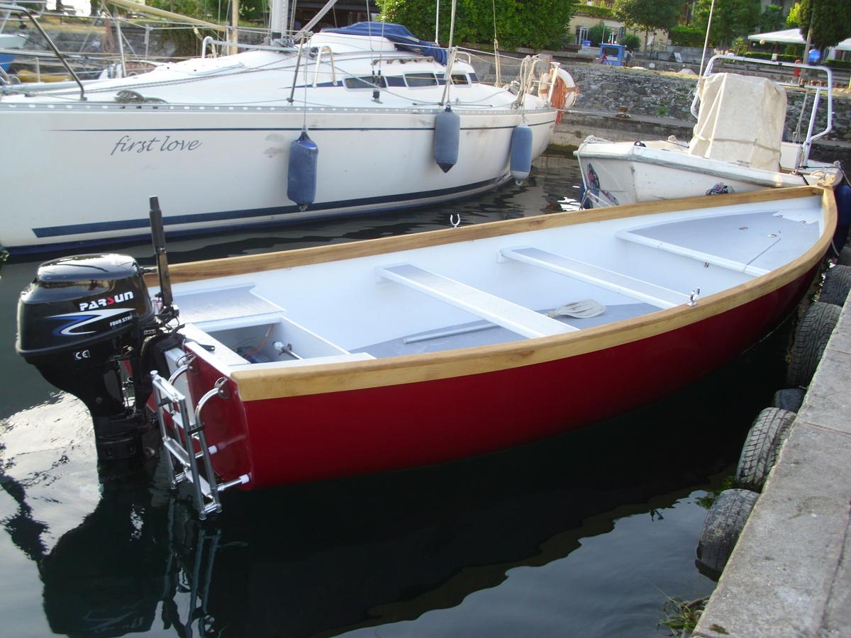Costruzione barca in legno e vetroresina