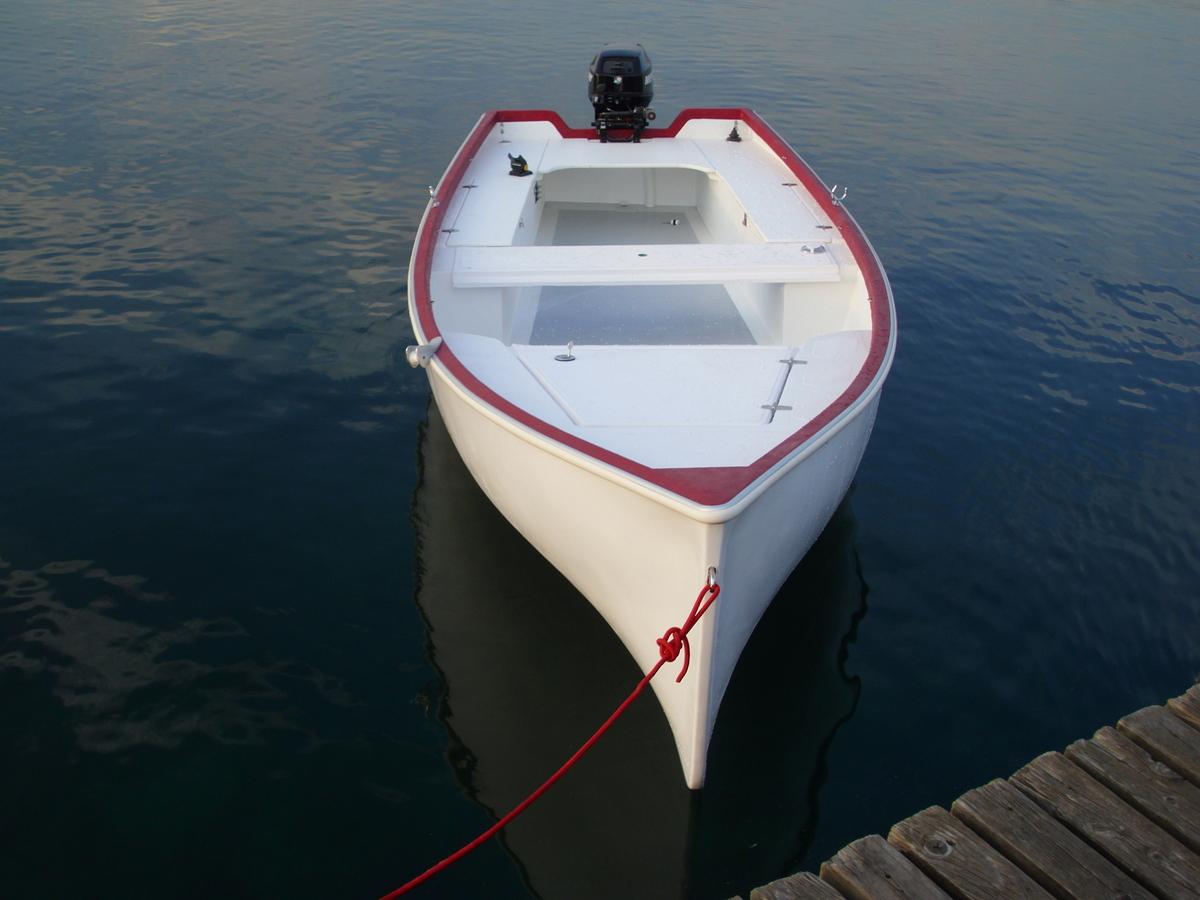 Barca in vetroresina per la pesca