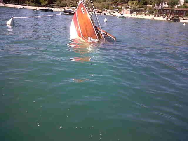 Recupero motoscafo affondato