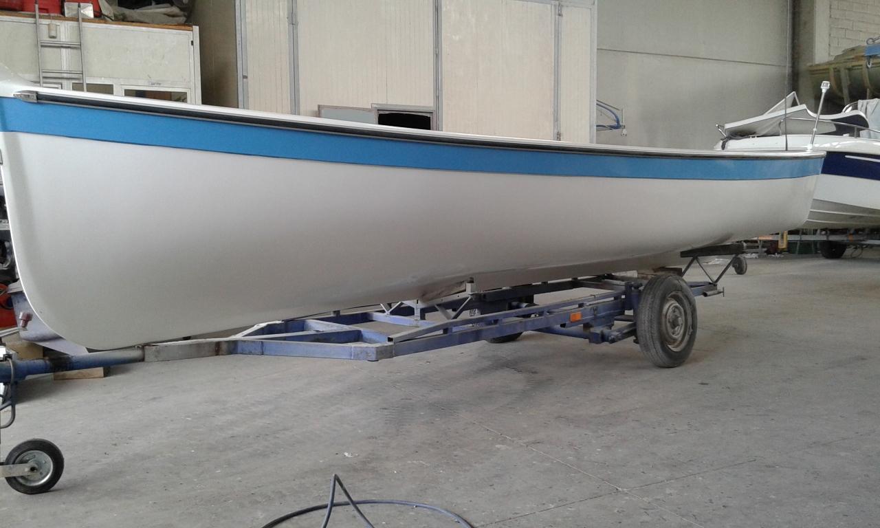 Barca nuova in vetro resina